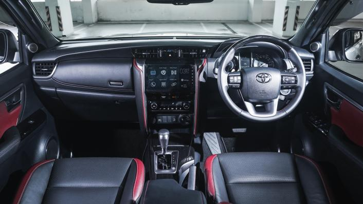 2021 Toyota Fortuner 2.8 VRZ AT 4x4 Interior 001