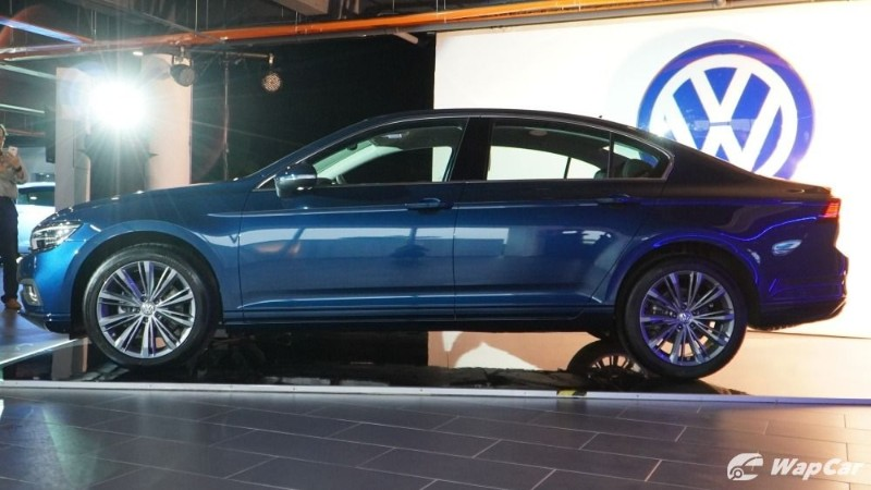 2020 Volkswagen Passat facelift side view