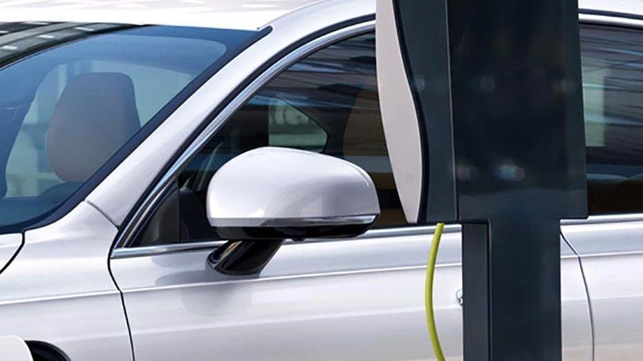 Volvo S90 (2018) Exterior 010