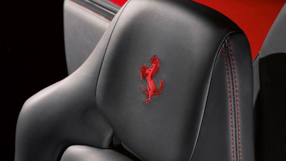 Ferrari 488 (2015) Interior 016
