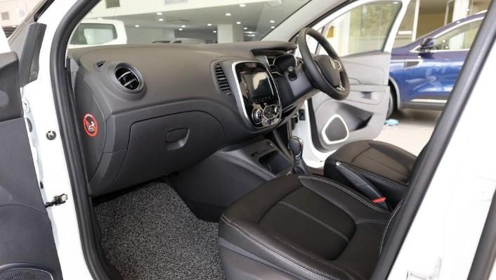 2017 Renault Captur TCe 120 EDC (CKD) Interior 002