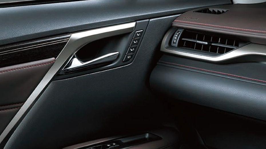 Lexus RX (2018) Interior 003