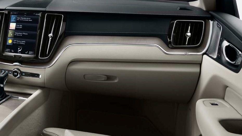 Volvo XC60 (2018) Interior 013