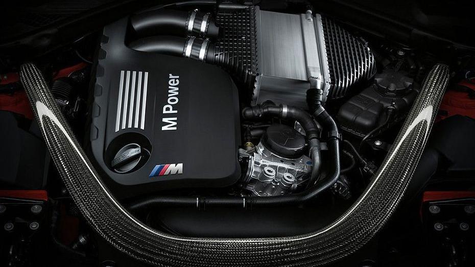 BMW M4 Coupe (2019) Interior 012