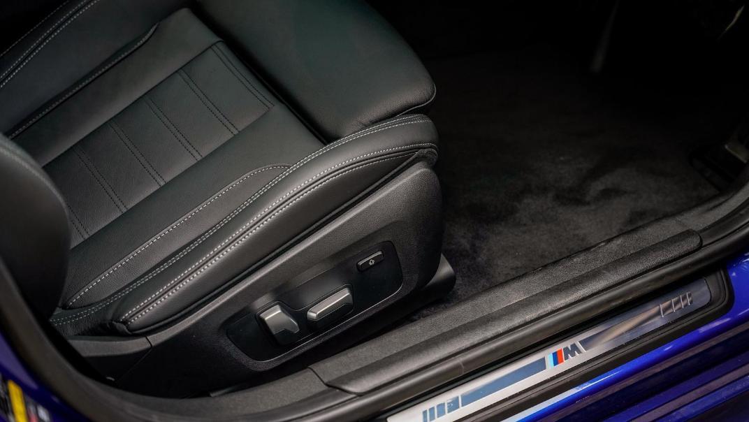 2020 BMW 3 Series 330e Interior 010