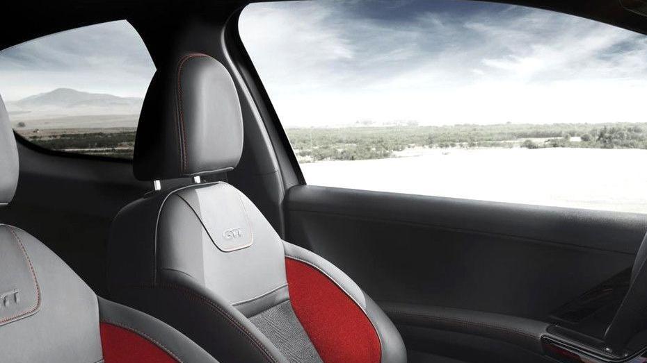 Peugeot 208 GTi (2018) Interior 005
