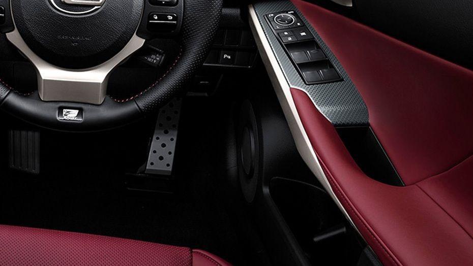 Lexus IS (2018) Interior 004