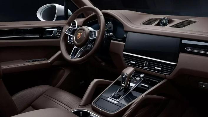 Porsche Cayenne (2019) Interior 001