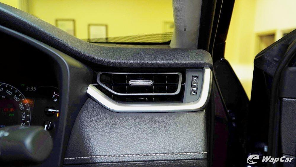 2020 Toyota RAV4 2.5L Interior 042