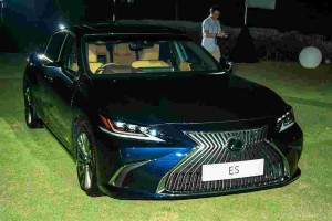 All-new Lexus ES 250 launched in Malaysia, 2 variants priced from RM300k!