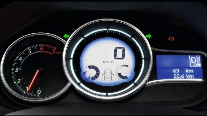 Renault Fluence (2019) Interior 002