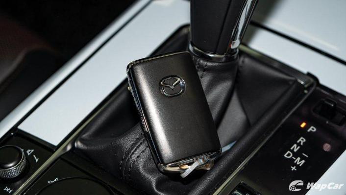 2019 Mazda 3 Sedan 2.0 SkyActiv High Plus Interior 010