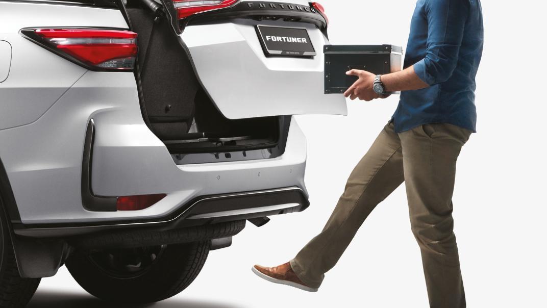2021 Toyota Fortuner 2.8 VRZ AT 4x4 Interior 006