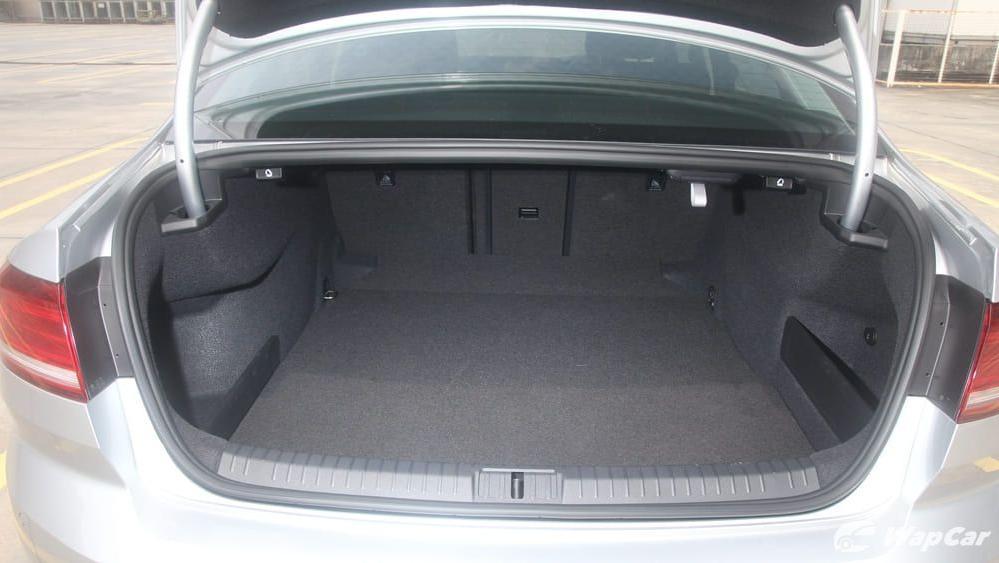 2018 Volkswagen Passat 2.0 TSI Highline Interior 075
