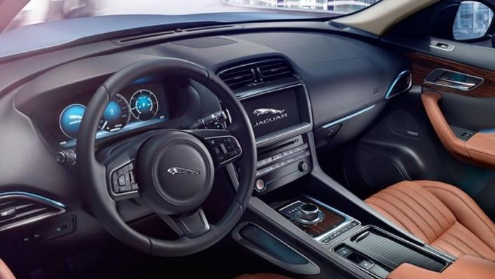 Jaguar F-Pace (2018) Interior 001