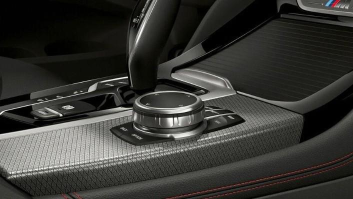 BMW X4 (2018) Interior 005
