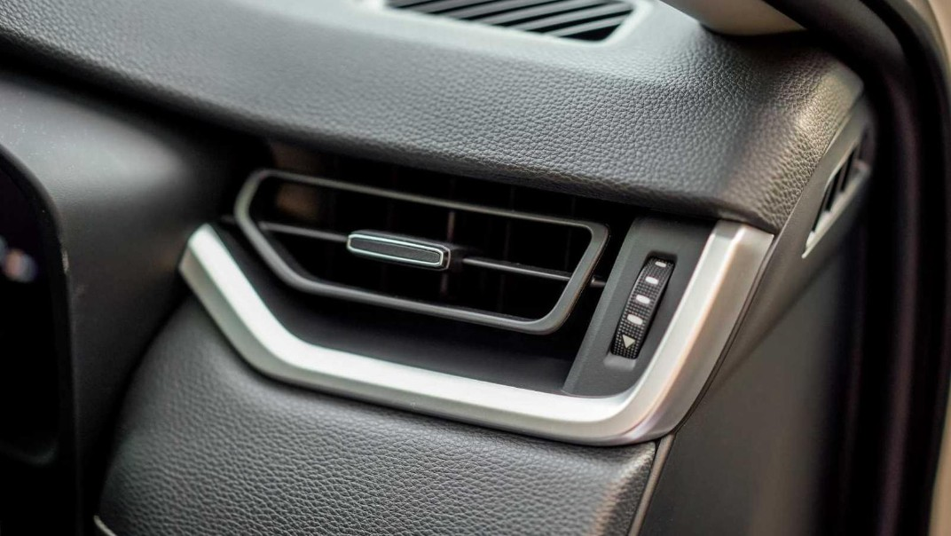 2020 Toyota RAV4 2.5L Interior 008