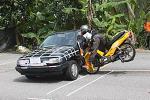 Kalau motosikal terlanggar kereta, insurans motosikal boleh 'cover' kos baik pulih kereta tak?