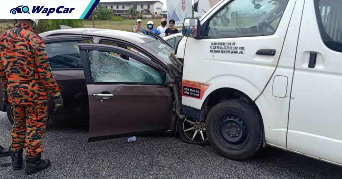 Toyota Hiace vaults over curb into head-on collision with Perodua Bezza killing 3 01