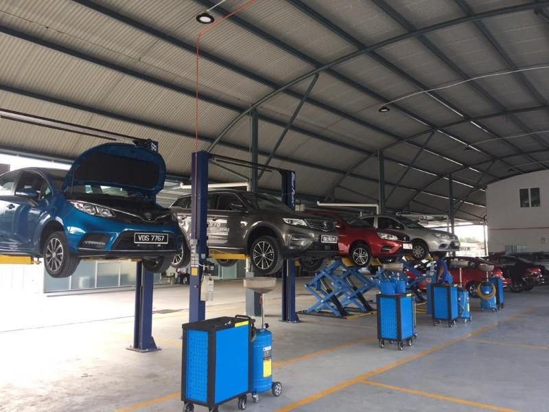 Service bays at Proton's new 3S centre in Kota Kinabalu
