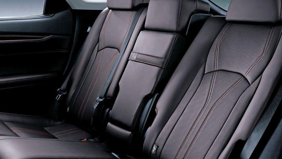 Lexus RX (2018) Interior 008