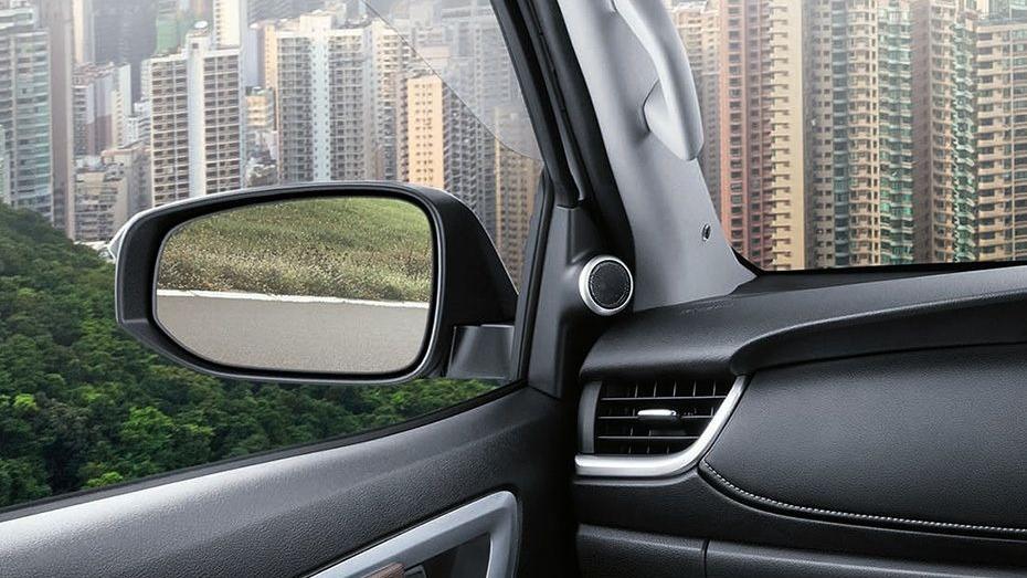 Toyota Fortuner (2018) Interior 010