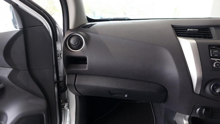 2018 Nissan Navara Single Cab 2.5 (M) Interior 004