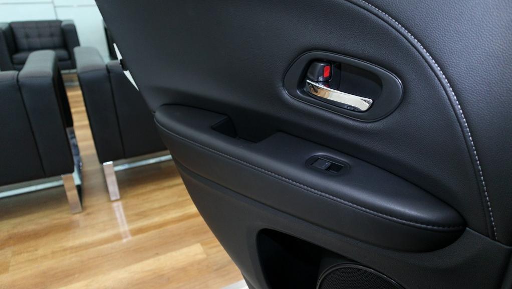 2019 Honda HR-V 1.5 Hybrid Interior 045