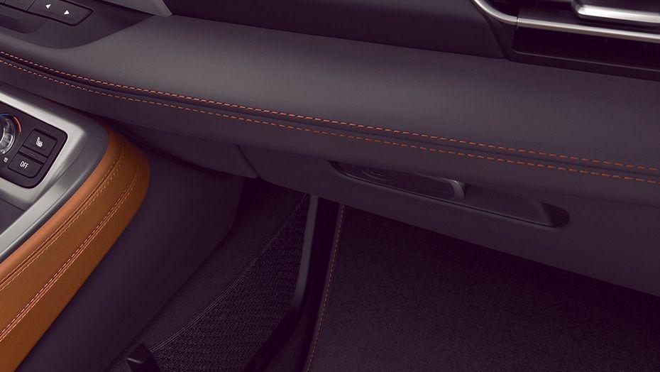 BMW i8 Coupe (2019) Interior 007