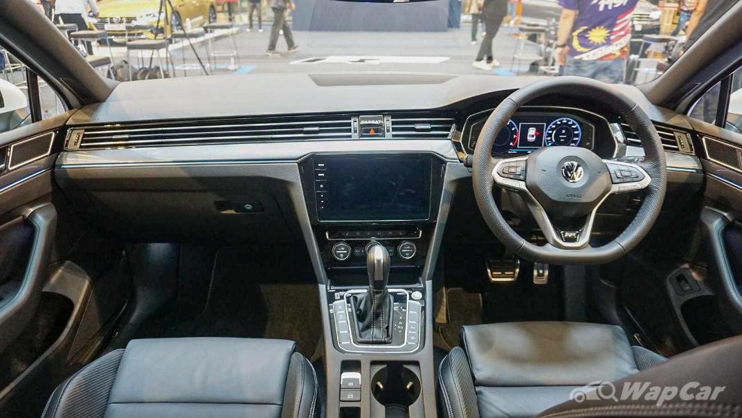 2020 Volkswagen Passat 2.0TSI R-Line Interior 027