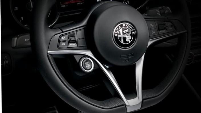 Alfa Romeo Giulia (2019) Interior 002