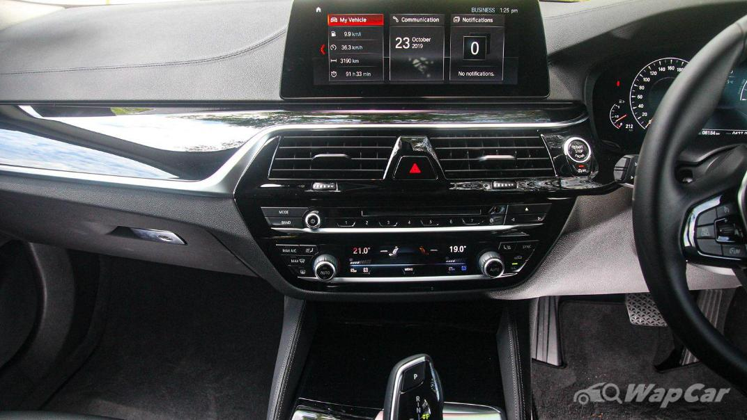 2019 BMW 5 Series 520i Luxury Interior 005