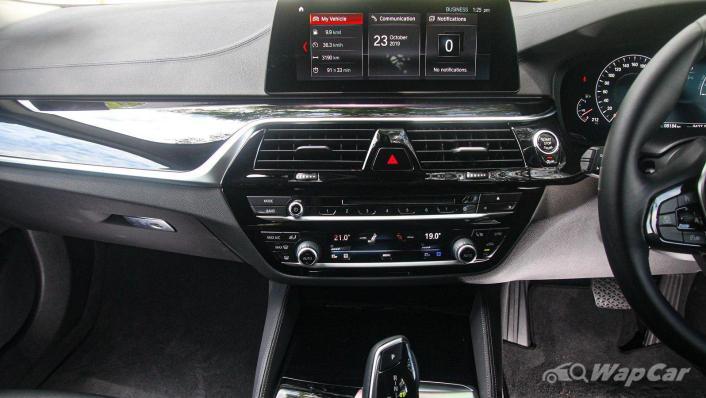 2019 BMW 5 Series 520i Luxury Interior 005
