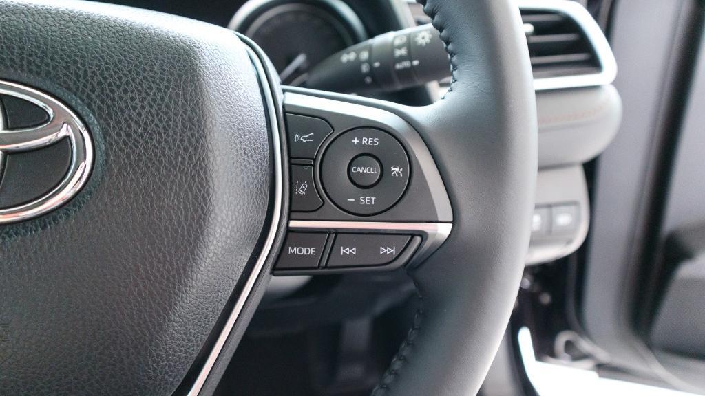 2019 Toyota Camry 2.5V Interior 009