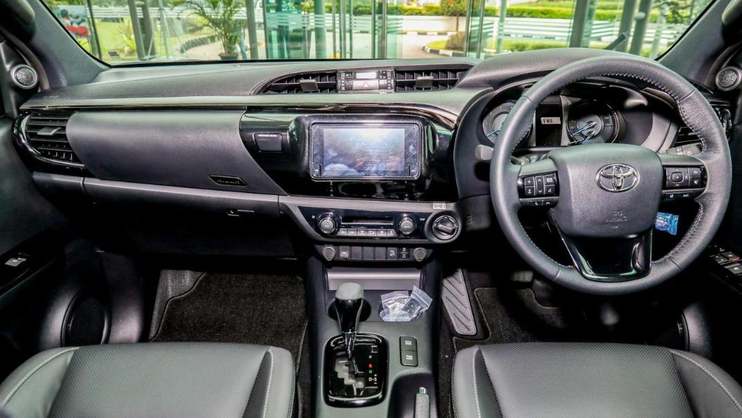 2020 Toyota Hilux Double Cab 2.8 Rogue AT 4X4 Interior 061