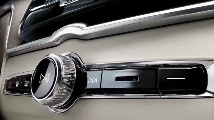 Volvo XC60 (2018) Interior 009