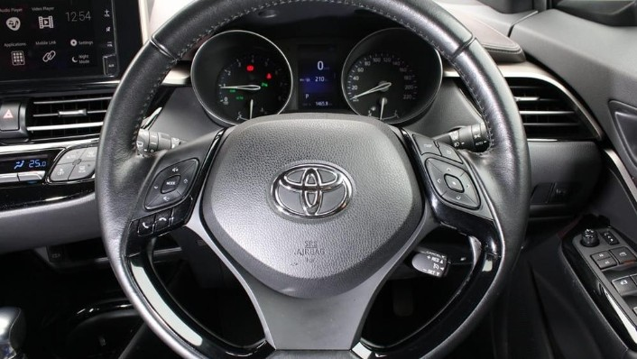 2019 Toyota C-HR 1.8 Interior 005
