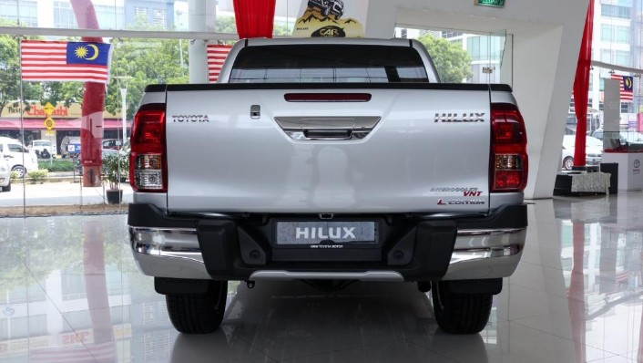 2018 Toyota Hilux Double Cab 2.4 L-Edition AT 4x4 Exterior 005