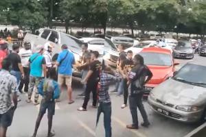 Pemandu mabuk Toyota Hilux jadi punca kemalangan 5 kenderaan lain sampai tersodok!