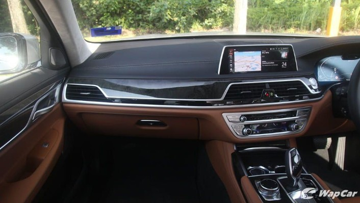 2019 BMW 7 Series 740Le xDrive Interior 003