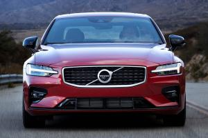 Video: Volvo S60 T8 R-Design, a better sports sedan than the 330e or C300?