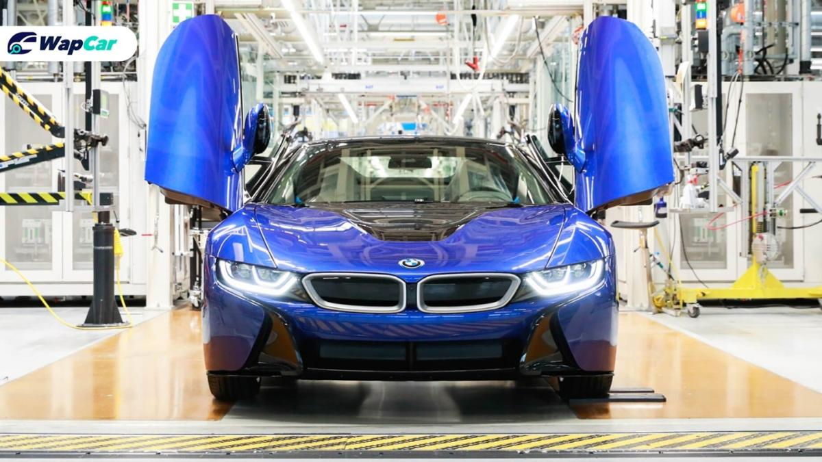 BMW sends off the last BMW i8 in an exclusive Portimao Blue 01