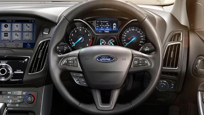Ford Focus Sedan (2017) Interior 001