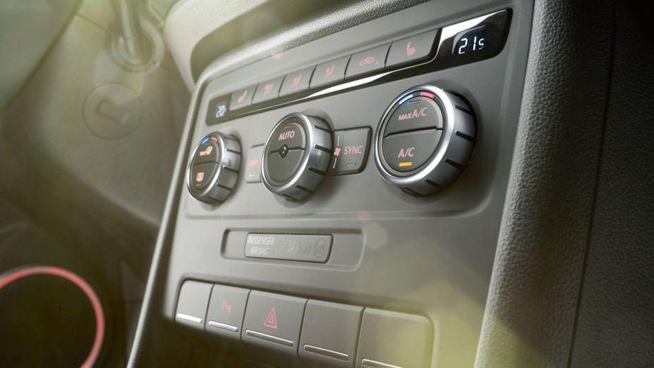 Volkswagen Beetle (2018) Interior 008