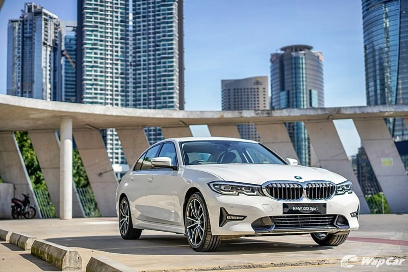 2020 BMW 320i front view