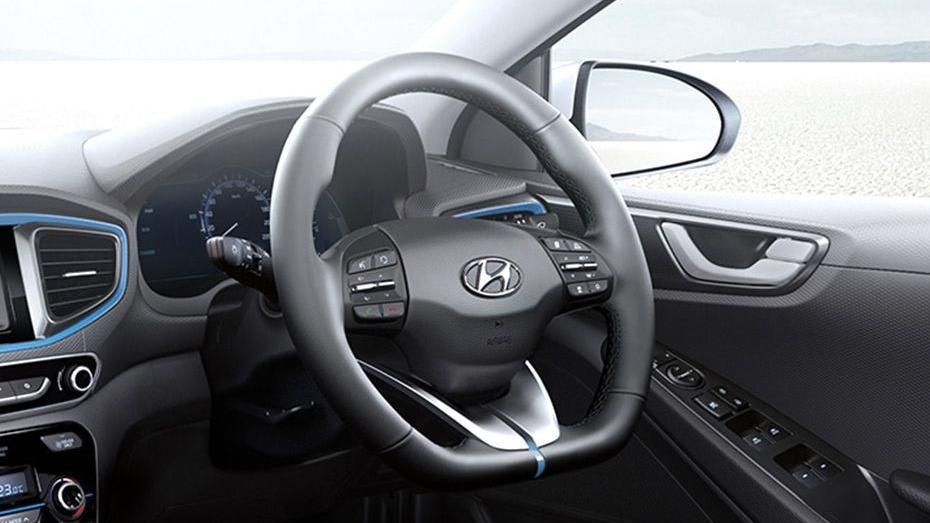 Hyundai Ioniq (2018) Interior 003
