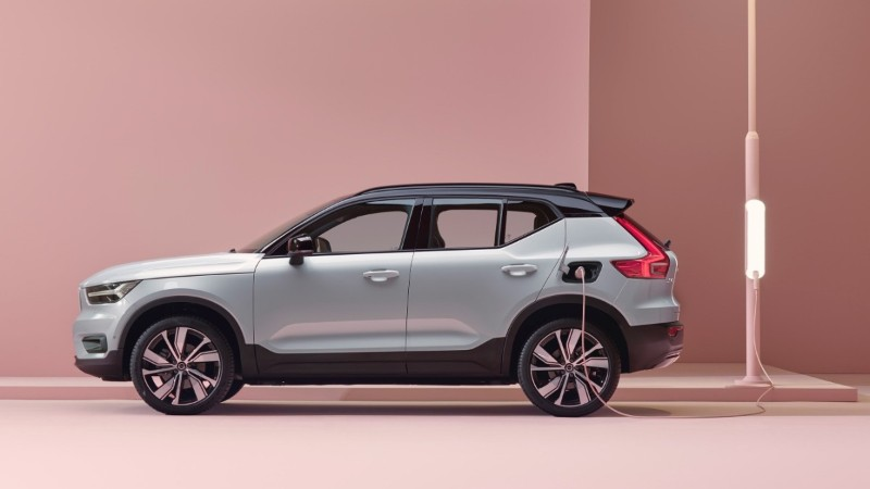 Volvo XC40 Recharge side profile while charging