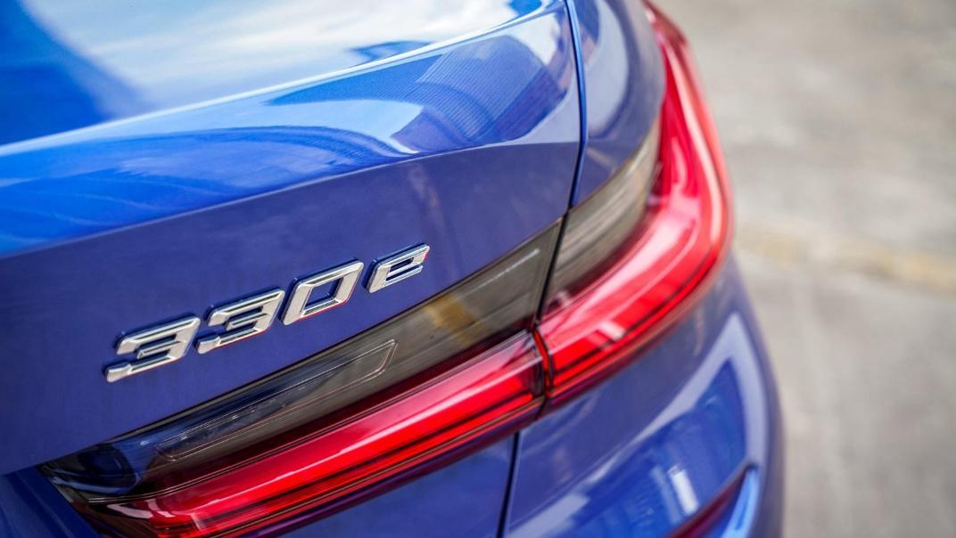2020 BMW 3 Series 330e Exterior 015