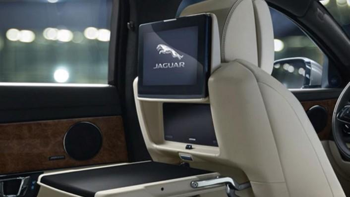 Jaguar XJ (2017) Interior 005