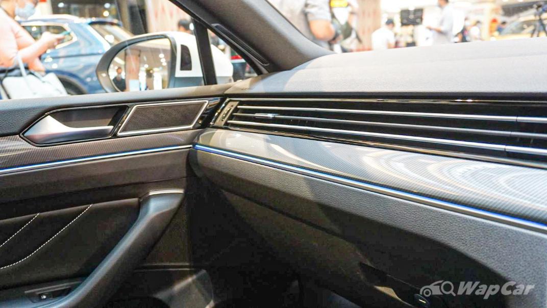 2020 Volkswagen Passat 2.0TSI R-Line Interior 035